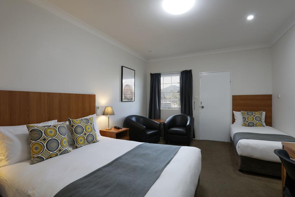 Cadman Motor Inn and Apartments - Accommodation Main Beach