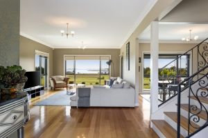 LUXURY WATERFRONT FAMILY HOME-TASMANIA I-L'Abode - Accommodation Main Beach