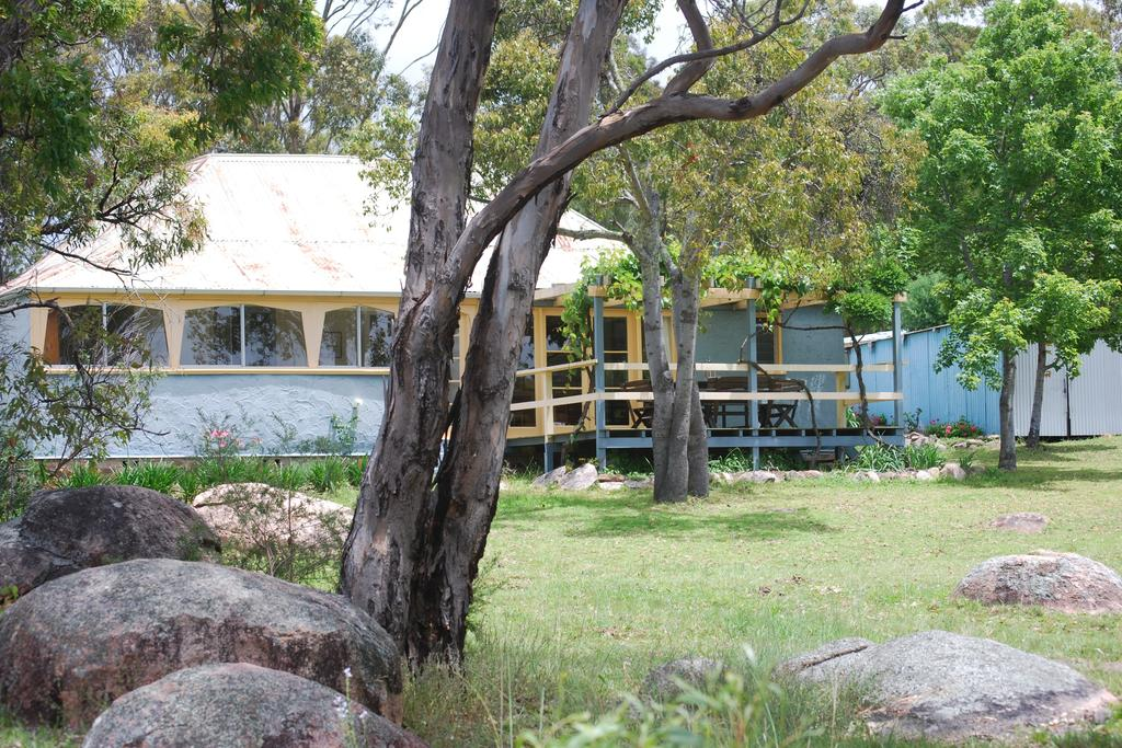 Twisted Gum Vineyard Cottage - Accommodation Main Beach