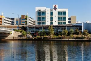 BEST WESTERN PLUS Lake Kawana Hotel - Accommodation Main Beach